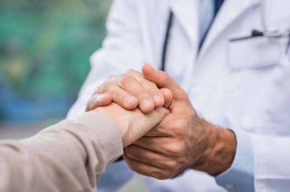 Enfermeras al cuidado adultos mayores