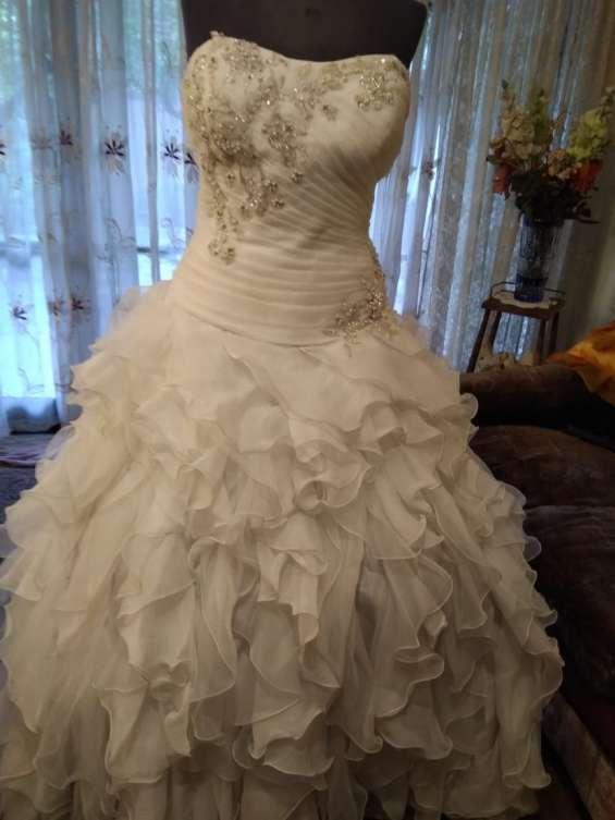 Fotos de Arriendo ,venta ,y confeccion de trajes de novias 7