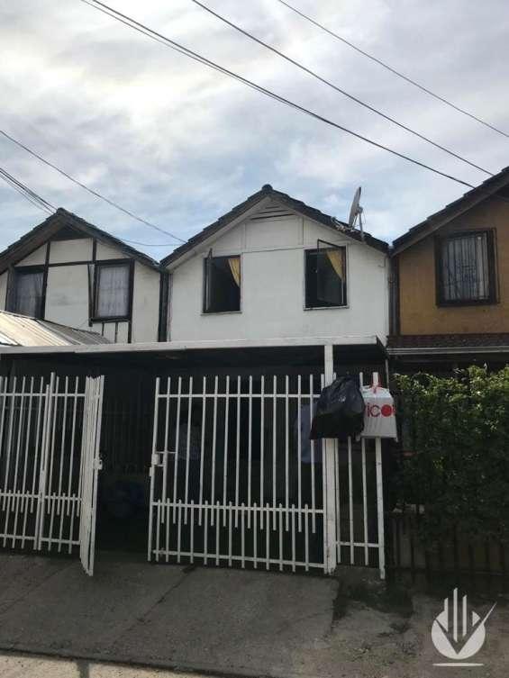 Se arrienda acogedora casa en sector residencial