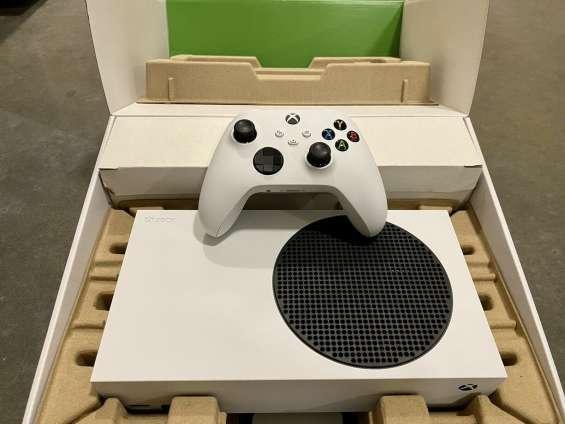 New xbox series s 4k /xbox series x 1tb consola + 2 joystics boxed